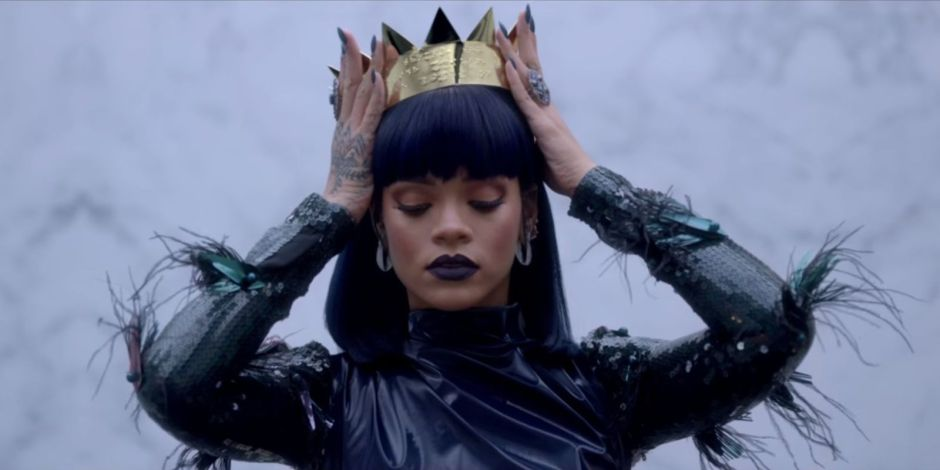 Rihanna crown.